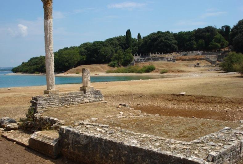руины древнеримском виллы на острове Бриуни (Бриони)