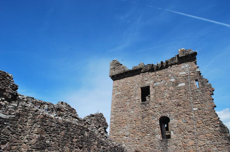 ЗАМОК УРКУХАРТ (CASTLE URQUHART) Шотландия Scotland