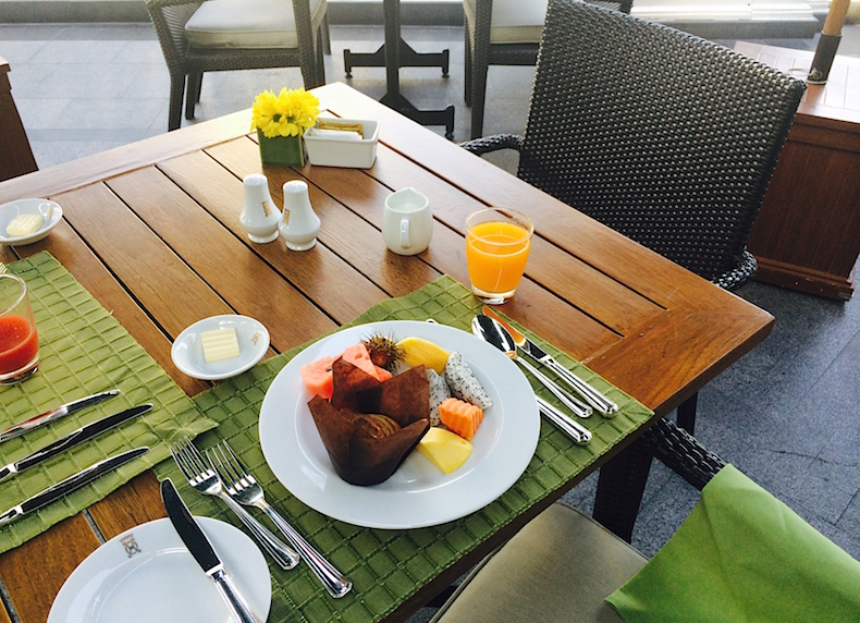 витаминный завтрак на веранде Mandarin Oriental