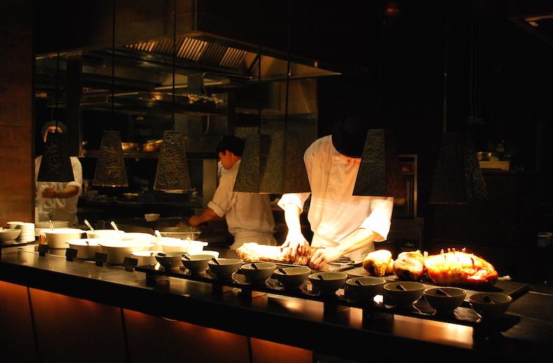 открытая кухня ресторана отеля