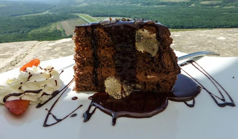 торт с трюфелем в ресторане Мотовун