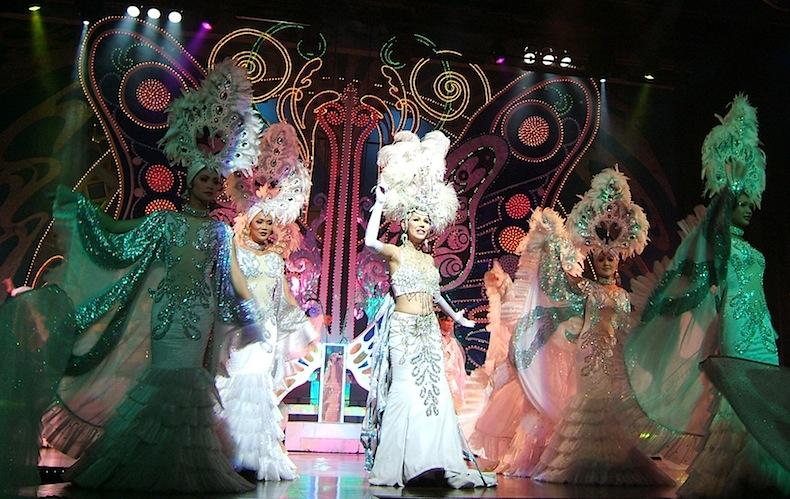 шоу трансвеститов