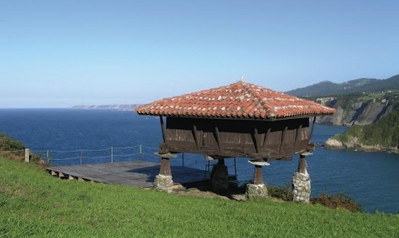 амбар для хранения зерна в Галисии, Испания