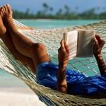 Что почитать в отпуске? 10 романов современных авторов, которые приятно читать на отдыхе