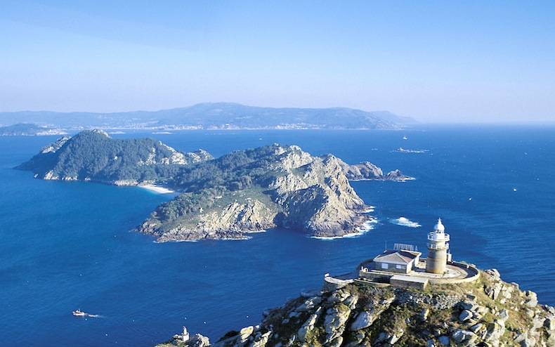 Маяк на островах Сиес, Lighthouse on the Cies Islands