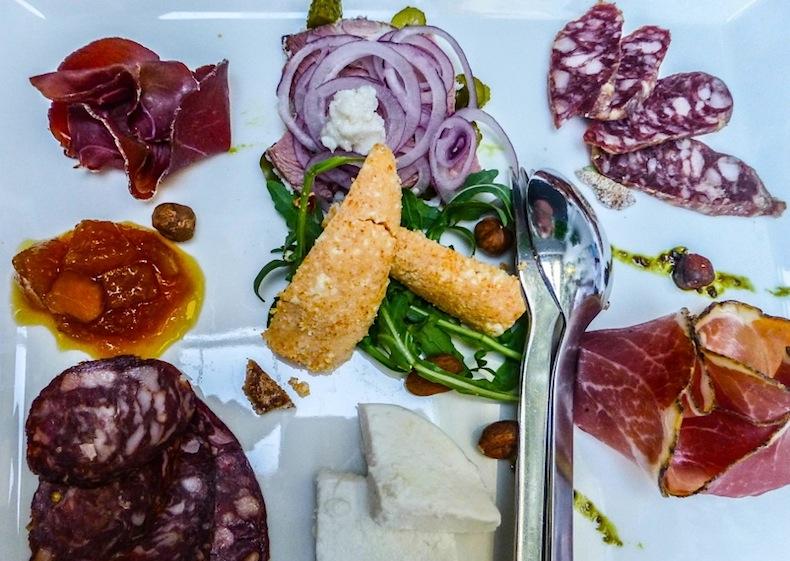 Vinodol пршут, колбасы и сыр