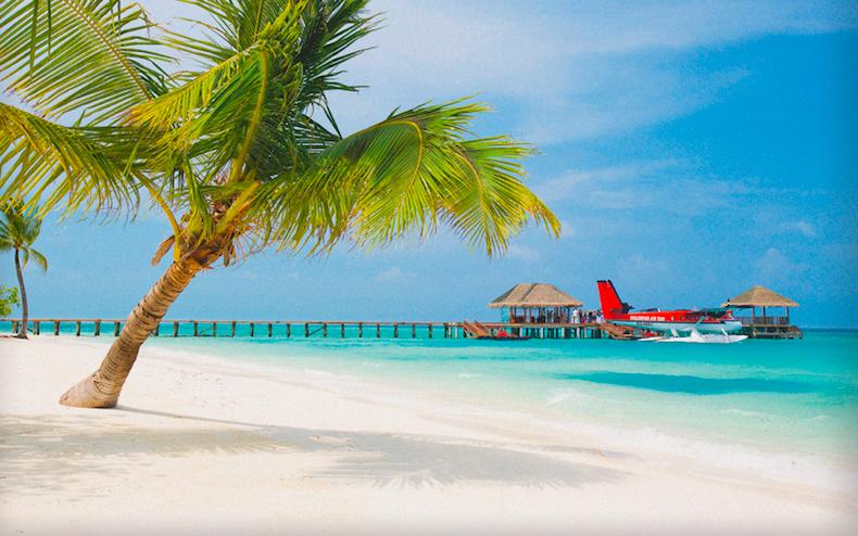 Мальдивы: отель LUX* Maldives. Причал, куда прибывают гидросамолеты,