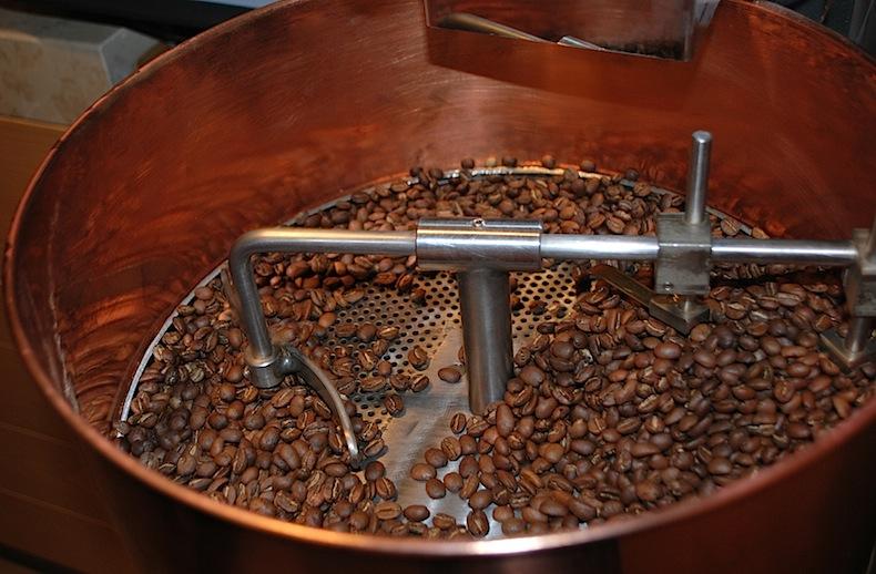 смесь и обжарка кофейных зерен