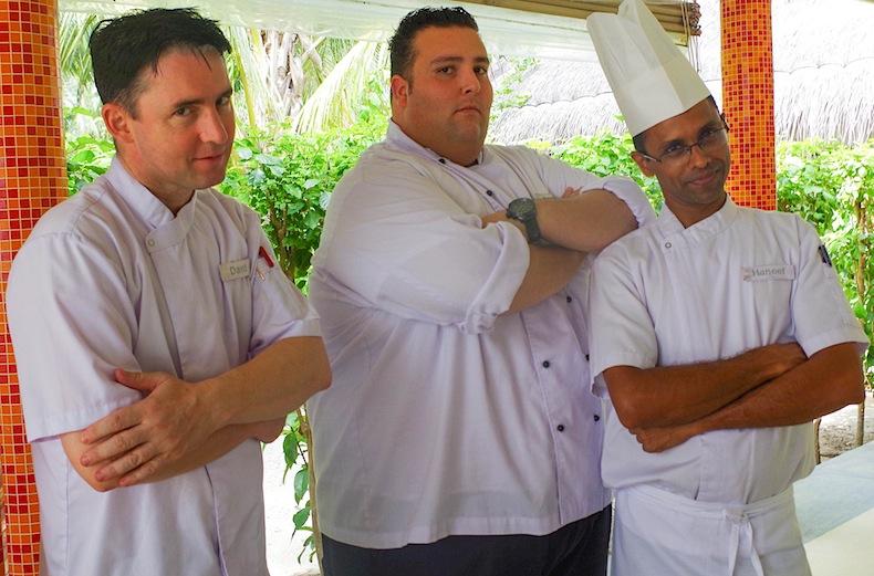 Шефы шотландец Джеймс, испанец Родриго и мальдивец Ханиф