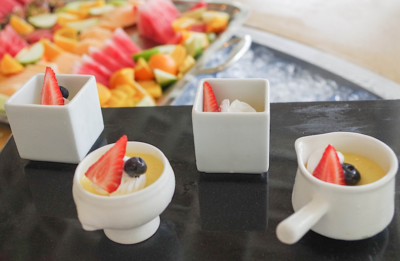 Десерты во время обеда LUX* Maldives