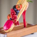 Эклеры на каблуках Jimmy Choux и другие модные сладости в Jumeirah Carlton Tower