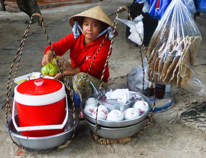Продавец горячего тофуна острове Фукуок