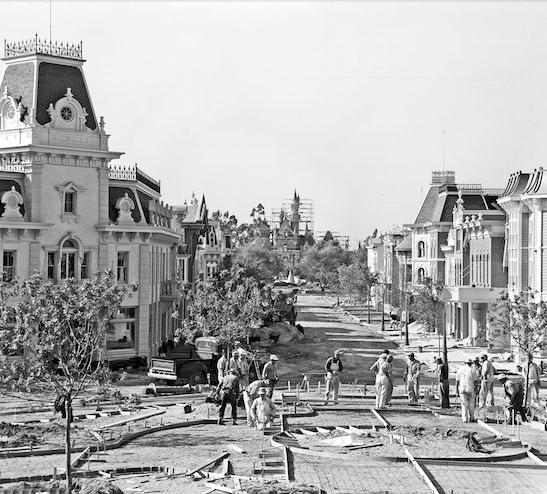 возведение главной улицы в Диснейленде