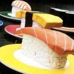Гигантский суши-поезд в Осака
