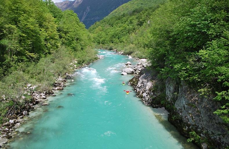 изумрудная река Соча в Словении