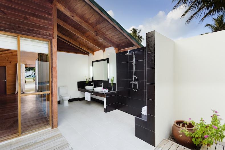 Jacuzzi Beach Villa, Отель на Мальдивах Meeru Island Resort