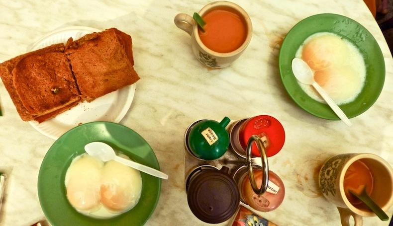 традиционный завтрак в  Ya Kun Kaya Toast