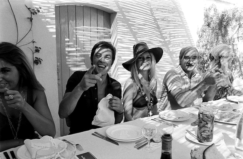 Brigitte Bardot and Alain Delon dine alfresco with friends while vacationing in St. Tropez