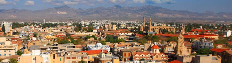 Панорама турецкой части Никосии и мечеть Салимие, источник фото www.roughguides.com