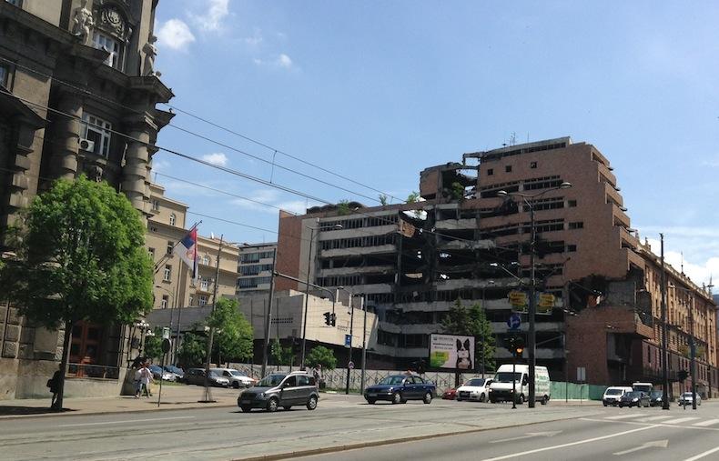 здание Белграда уничтоженное в ходе бомбардировок НАТО