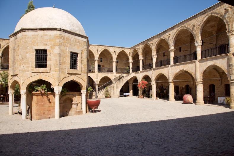 Турецкий постоялый двор XVI века Бюйюк-Хан, источник фото @wikimedia