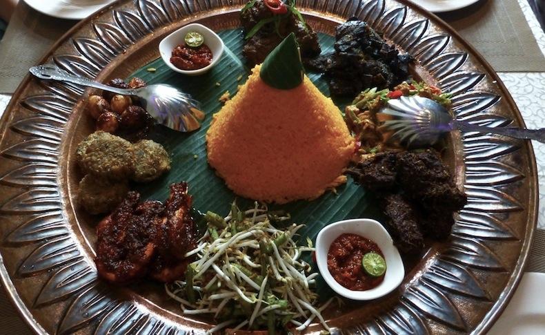 Шафрановый рис с говядиной и курицей Mamanda Restaurant