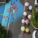 На улицах Сеула во время дождей появляются рисунки