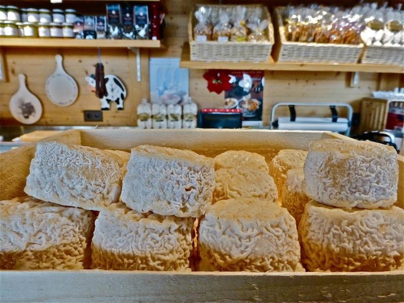 ассортимент сырной лавки в Вилларе