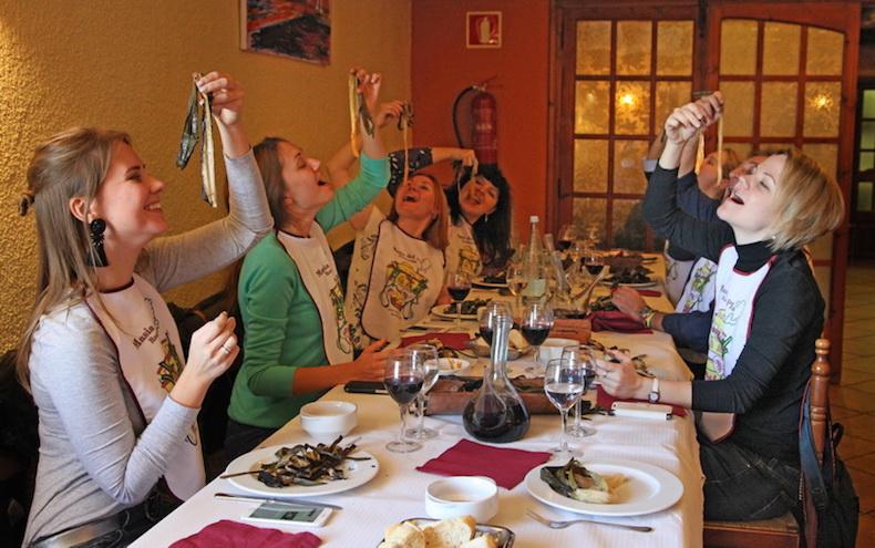 поедание лука, фото Бориса Палтусова