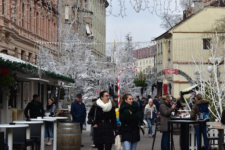 рождественская ярмарка на площади бана Йосипа Елачича