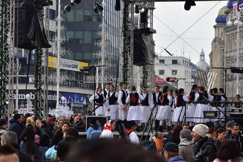 концерт на площади бана Йосипа Елачича