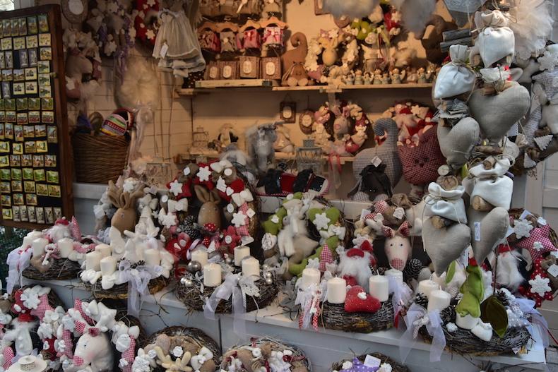 рождественские венки на ярмарке Загреба