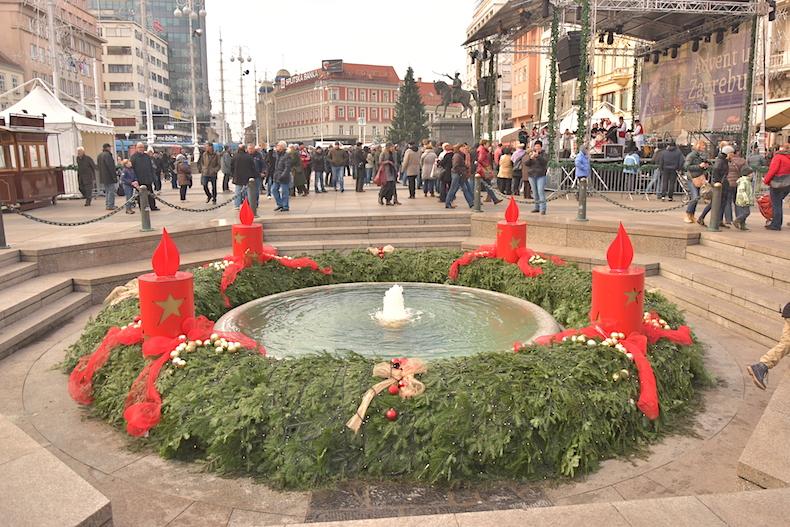 фонтан в центре площади бана Йосипа Елачича