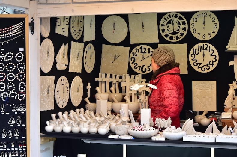 сувениры из хорватского белого камня