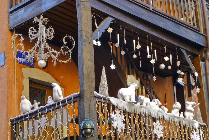 Украшение балкона в старом городе