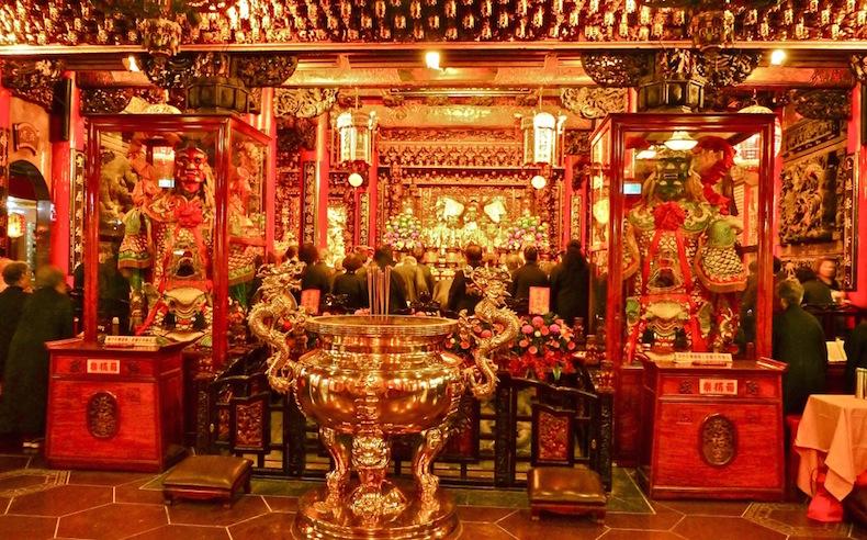 Китайский храм перед рынком Raohe Тайвань Тайбей
