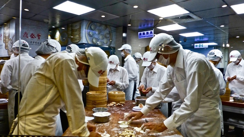 Открытая кухня в Din Tai Fung