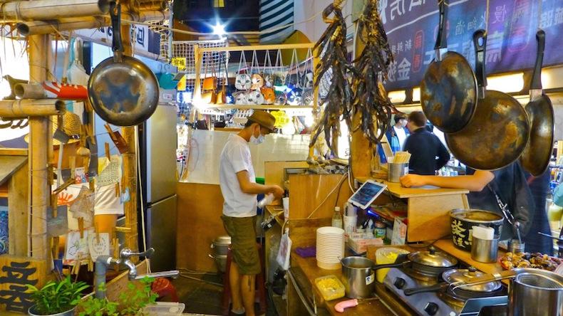 лоток на рынке Fengjia в Тайчунге