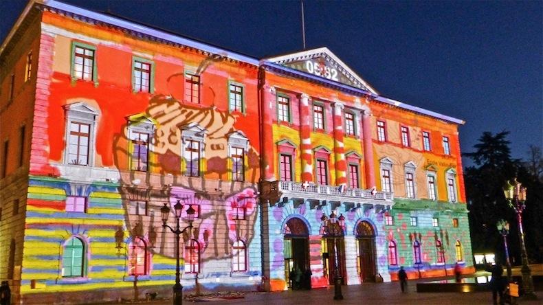 Световое шоу на здании мэрии