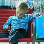 Как помочь ребенку перенести авиаперелет: советы от умной мамы, путешествующей с малышом