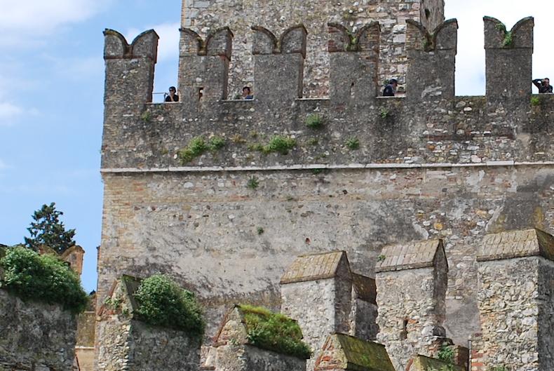 замок Скалигеров на озере Гарда