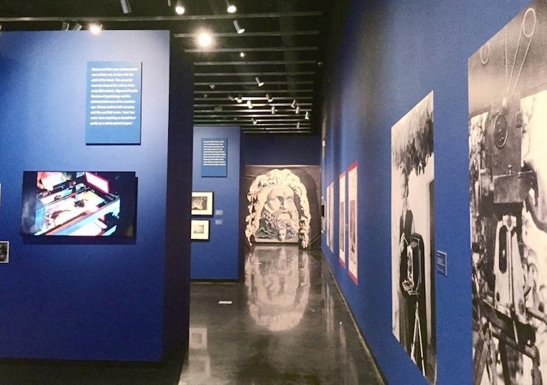 "музей Сальвадора Дали во Флориде The Dali Museum зал проекта ""Disney and Dali: Architects of the Imagination,"""
