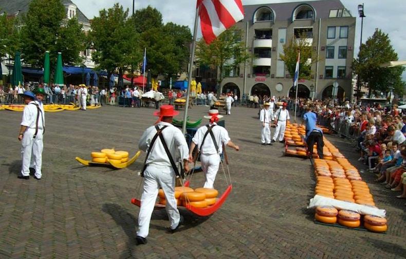 сырный рынок в городке Алкмар (Alkmaar)