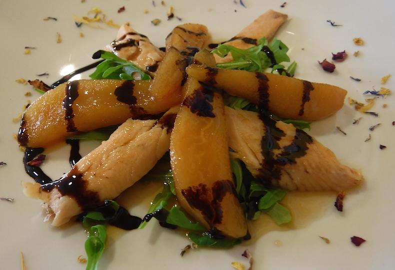 trota fumicata - копченую форель с кусочками карамелизированной груши