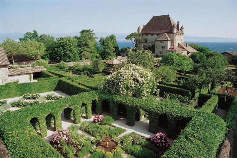 garden-five-senses-yvoire-cloister_zpshtmxcs1b