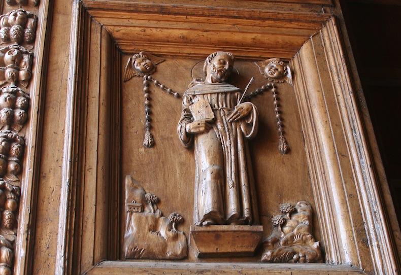 Ассизи, изображение Святого Франциска на дверях Базилики