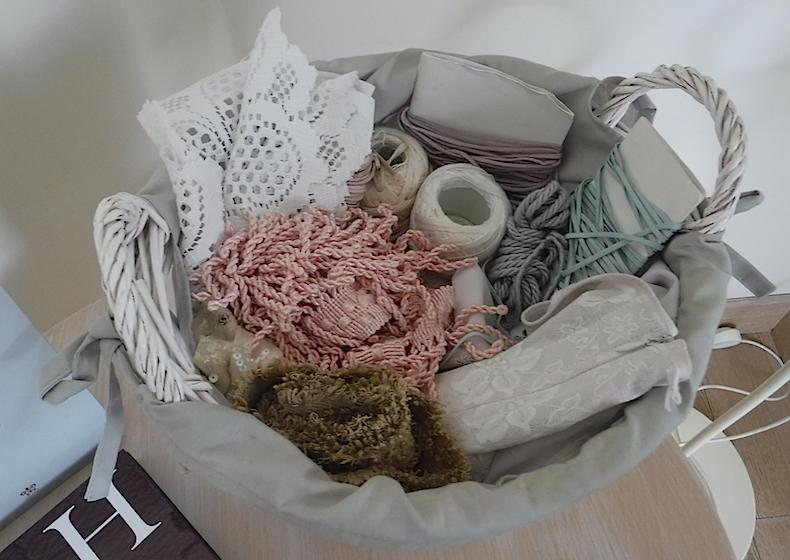 """корзинка с рукоделием - одна из деталей комнаты """"Богема"""""""