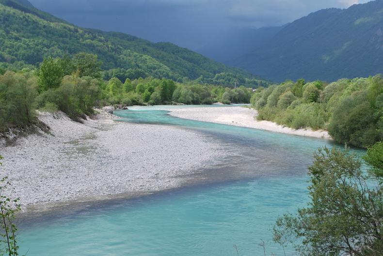 Словения река Соча (Soča), город Кобарид (Kobarid)