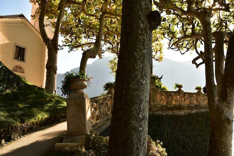 вилла статуи в саду виллы Балбианелло (Villa del Balbianello)