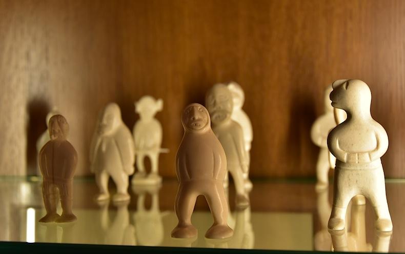 гренландские фигурки из бивней моржа